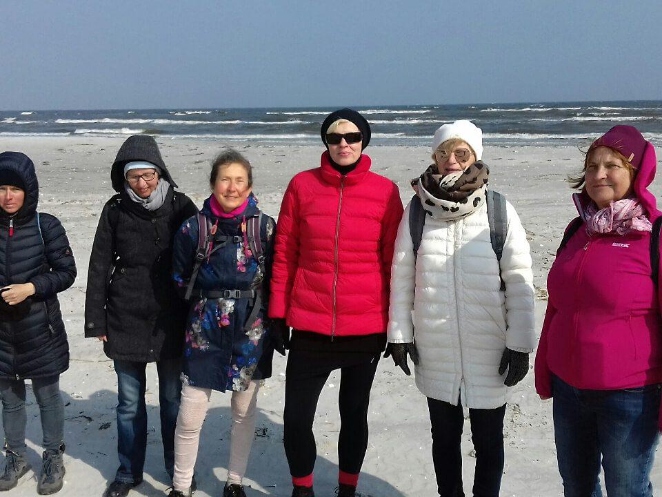 Gisela Wroblewski mit Fastengruppe in Prerow am Nordstrand